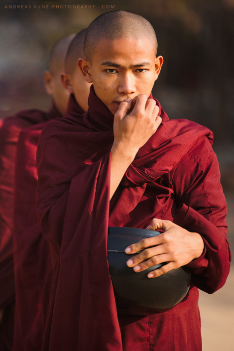 monks-collecting-donations