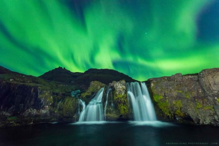 northern-lights-kirkjufellsfoss