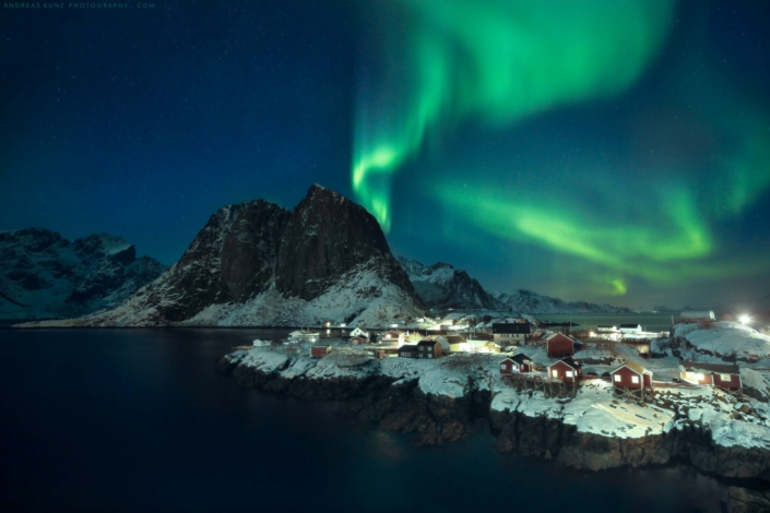 Norway-Lofoten-Hamnoy-with-northern-lights-Andreas-Kunz-Photography-2560