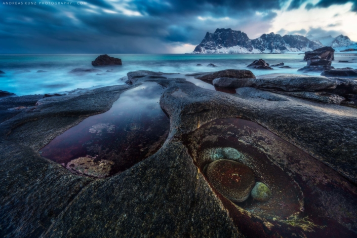 Norway-seascape-beach-winter-with-rocks-and-eye-Andreas-Kunz-Photography-2560